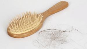 Cleaning hairbrush